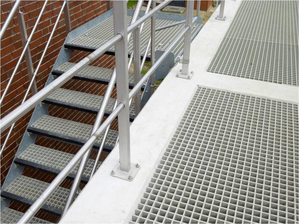 caillebotis polyester marches d 39 escalier en caillebotis. Black Bedroom Furniture Sets. Home Design Ideas